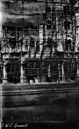 Building under repair, Bombay, India, 1918